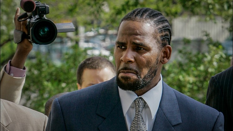 Jurors deciding R. Kelly's fate in sex trafficking, racketeering trial