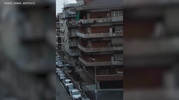Neighbors in Rome banging pots and pans
