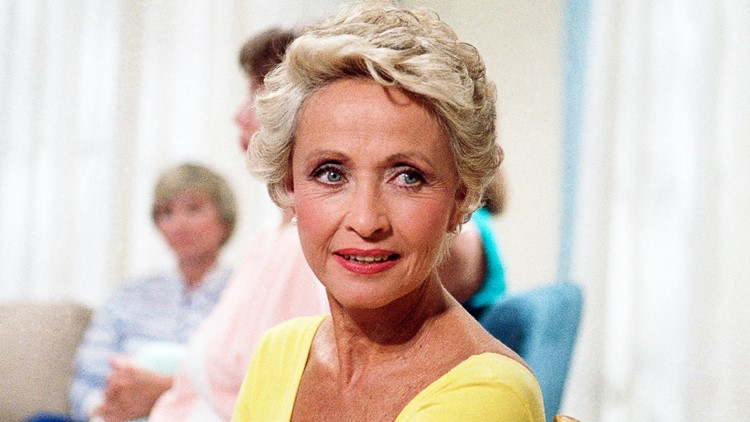 Actress, singer Jane Powell, one of last survivors of Hollywood's Golden Age musicals, dies at 92