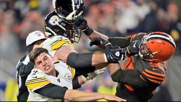 Former Texas A&M star hits Steelers QB's head with helmet