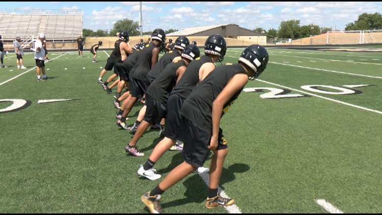 Texas student athletes must wear face masks when they're not exercising, UIL says