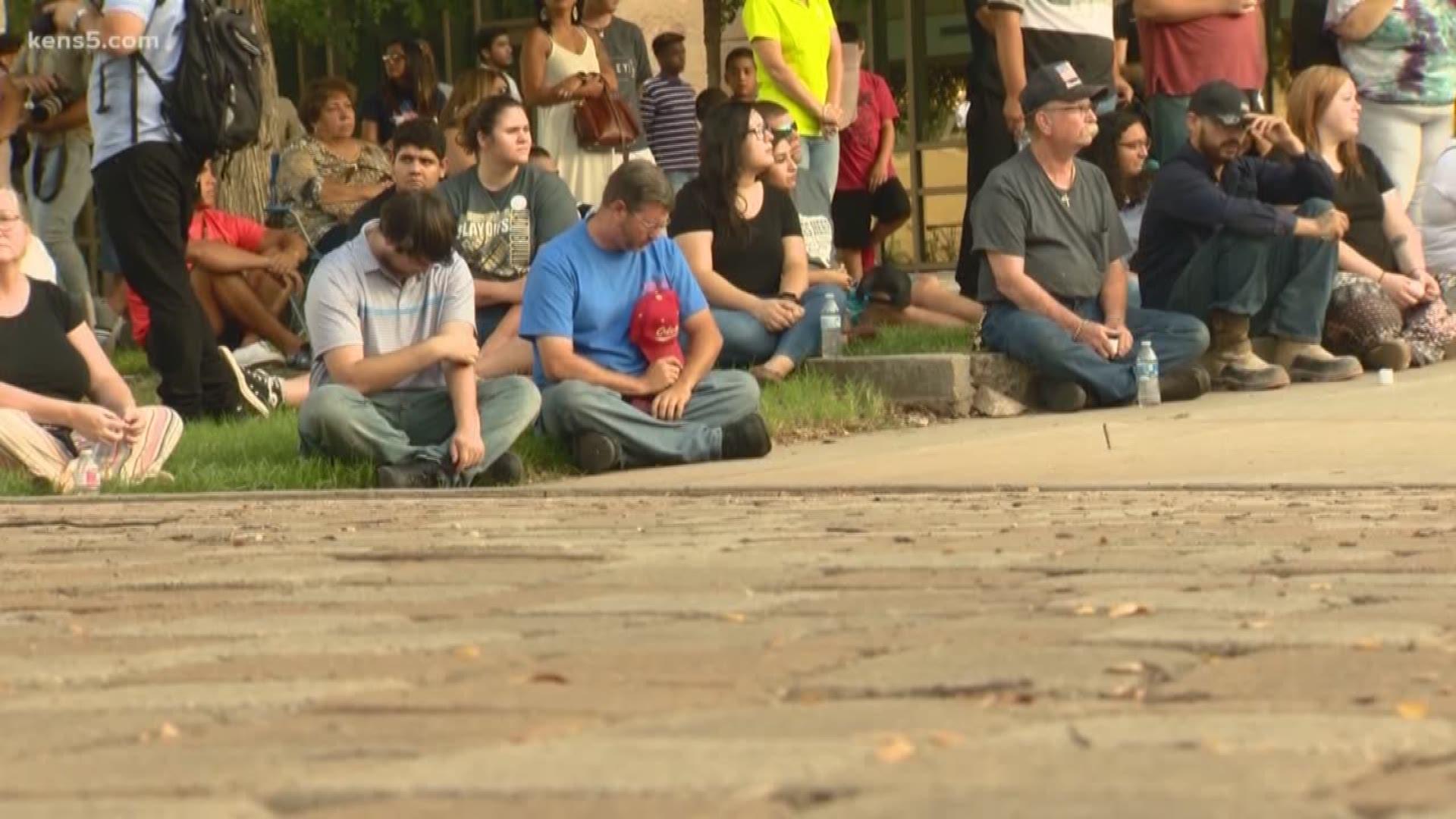 Odessa And Midland Communities Gather For Vigil After Saturday S Mass Shooting Khou Com