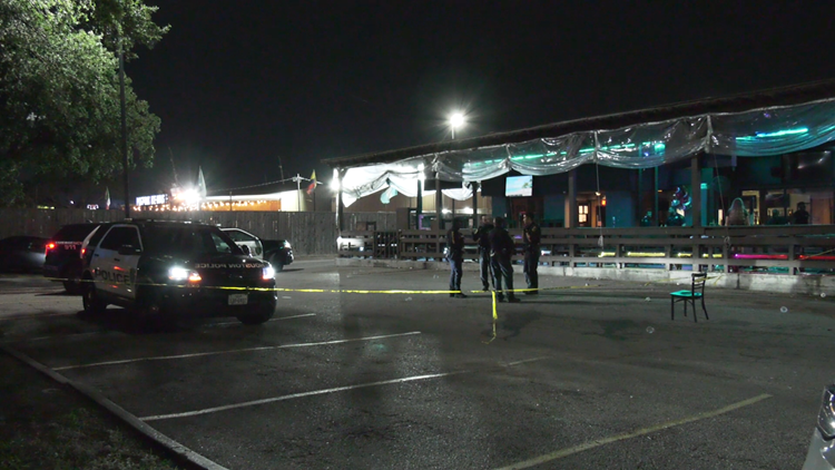 HPD: Security guard shot, injured at bar on Richmond Avenue