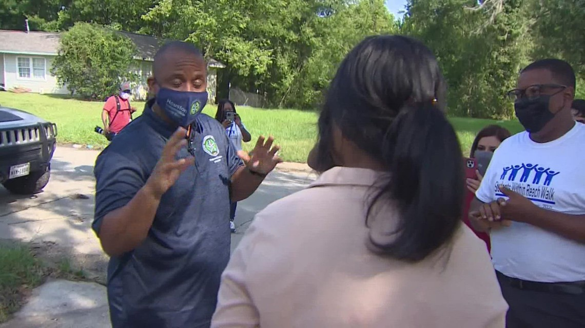 HISD Superintendent goes door-to-door in push to get students re-enrolled amid pandemic