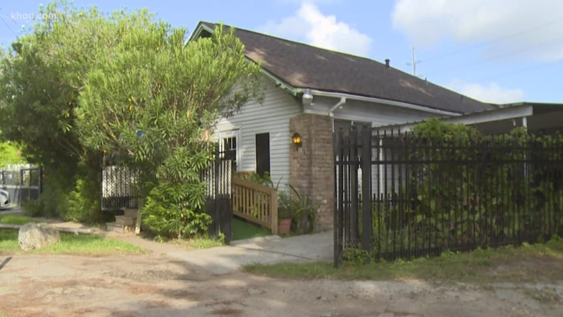 Couple still waiting to get back into Harvey flooded home