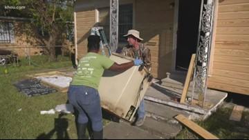Houston Police volunteer crew repairs Fifth Ward home