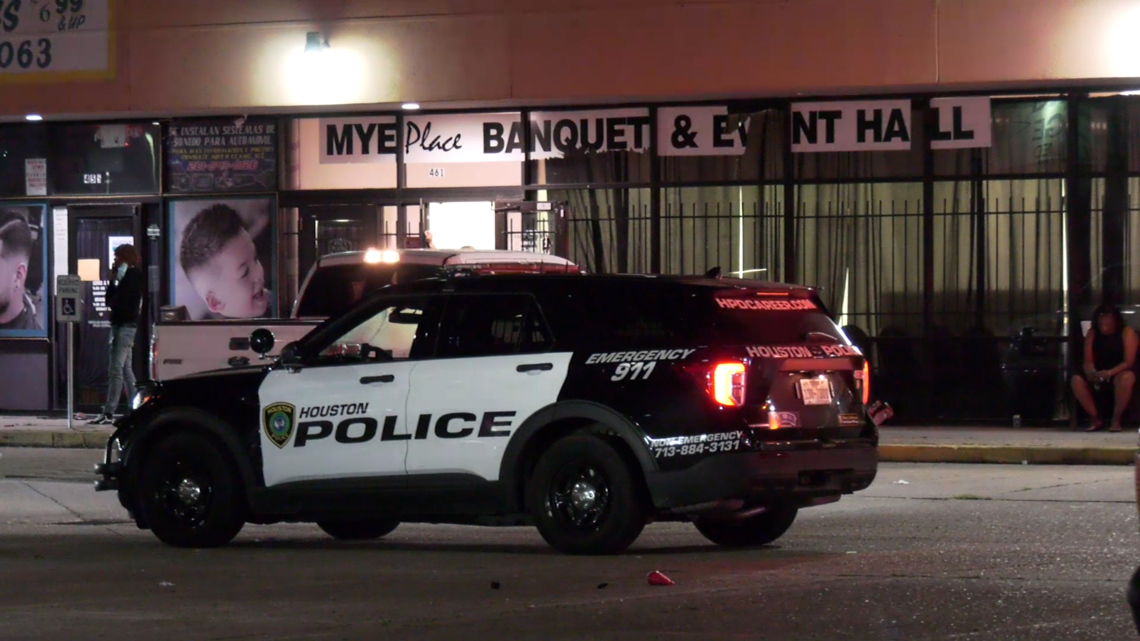 Raw: Triple shooting under investigation at N. Houston banquet hall   Police interview