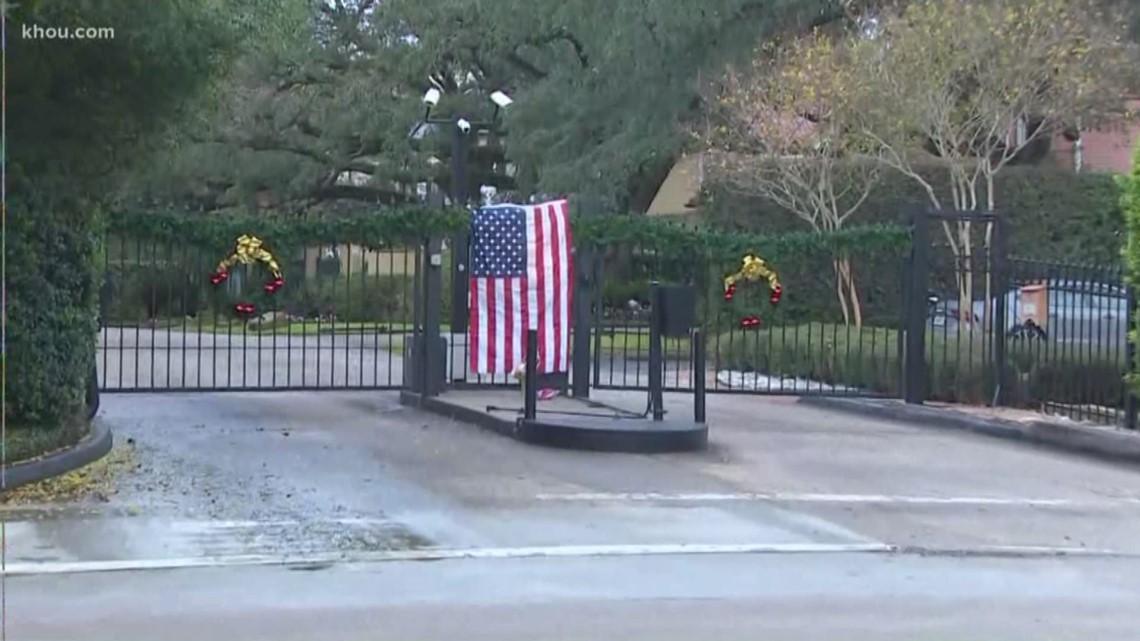 Makeshift Memorial Formed Outside George H W Bush S