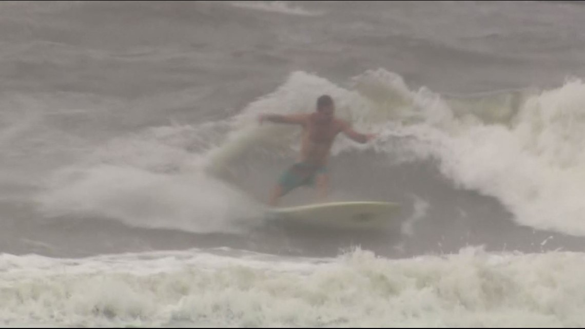Imelda videos: Surfers in Galveston, Kemah Boardwalk waves and more! thumbnail