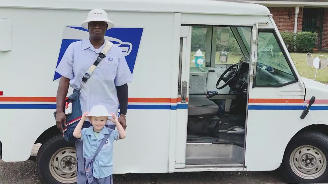 Houston neighborhood throws retirement party for beloved mailman
