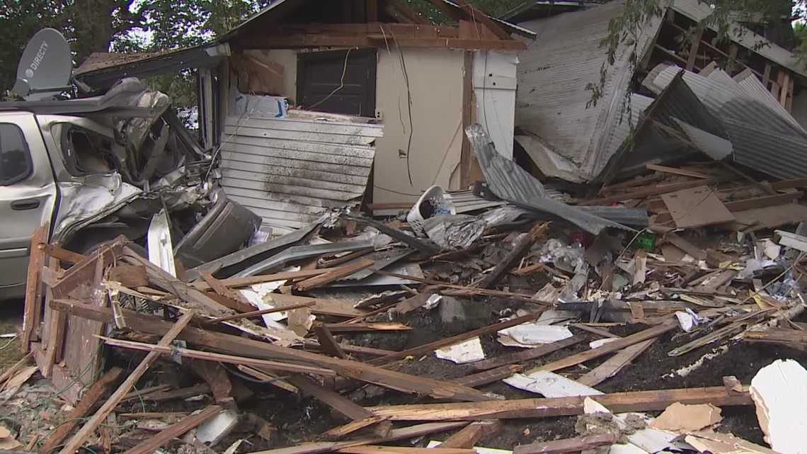 'I see big wheels in the kitchen' | Victims' roommate reacts after big rig crashes into house
