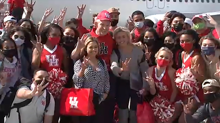 UH students return from trip to Final Four game