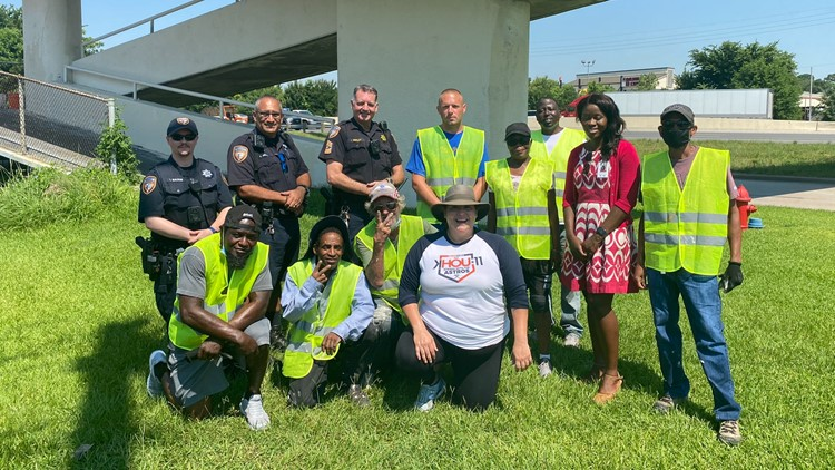 Texans Helping Texans: Harris Co. offers homeless residents opportunity to earn money while cleaning the community of graffiti and trash