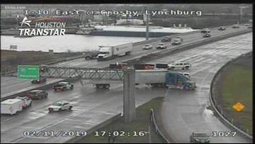 All lanes shut down on I-10 westbound near San Jacinto River after barge hits bridge