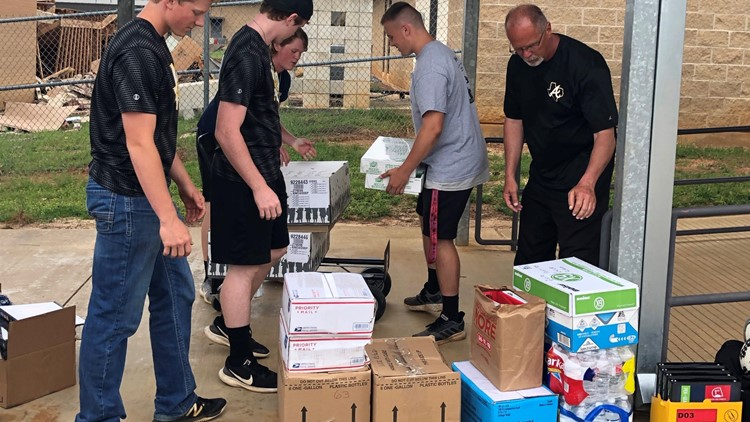 Kingwood students deliver supplies to Alto, Texas