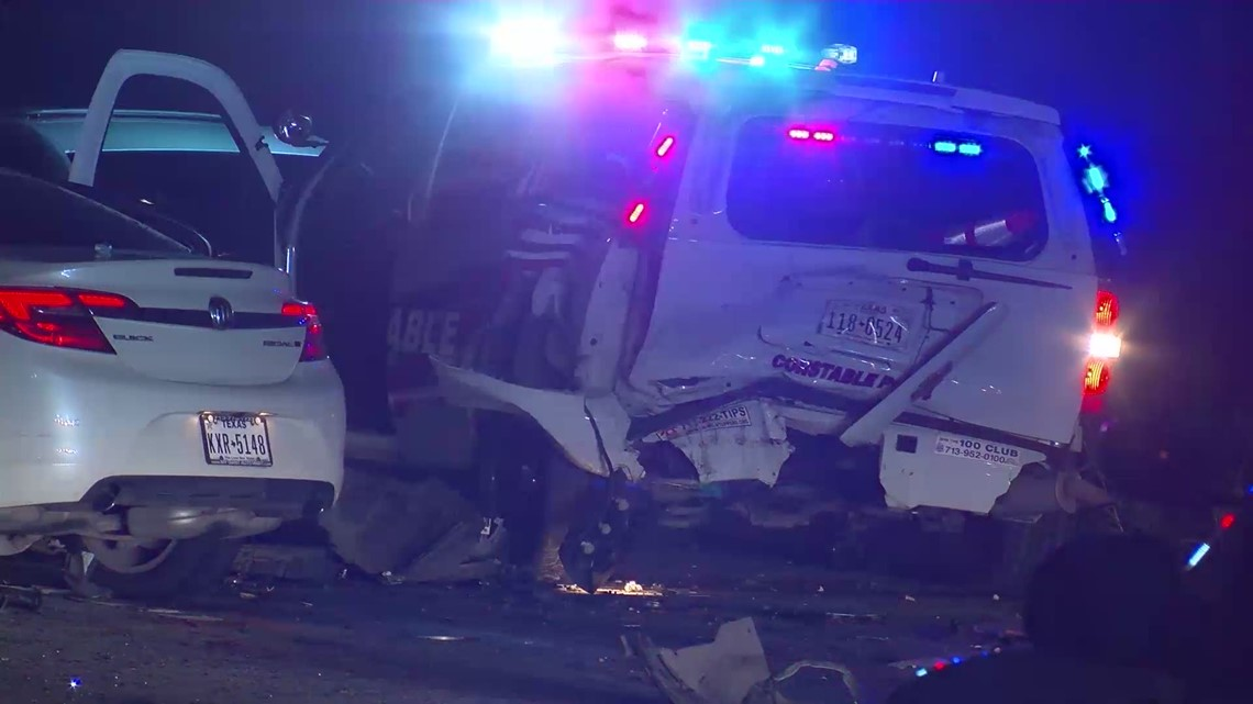 Raw video: Investigators at the scene of crash that sent deputy, two others to hospital