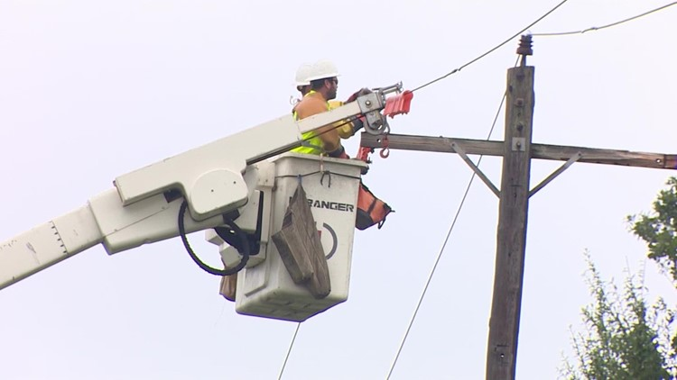 Power outage tracker: Clusters of outages remain in Galveston, Lake Jackson and Houston