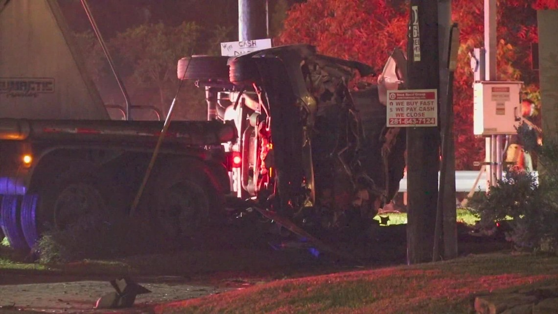 Man killed after driving through stop sign, crashing into 18-wheeler