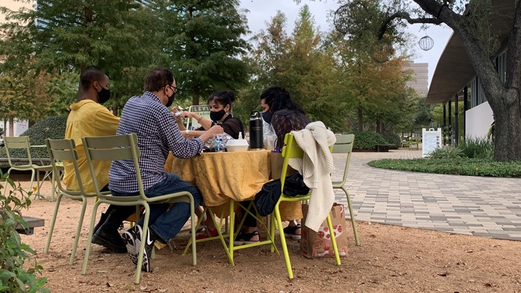 Some Houstonians take Thanksgiving celebrations outside to reduce risk of catching COVID-19