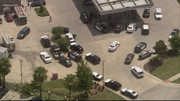 Suspects lead police on chase after robbing Verizon store