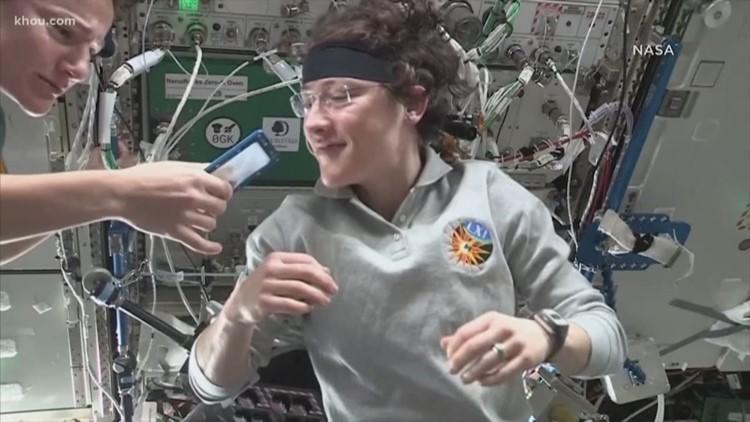 Astronauts bake cookies in space
