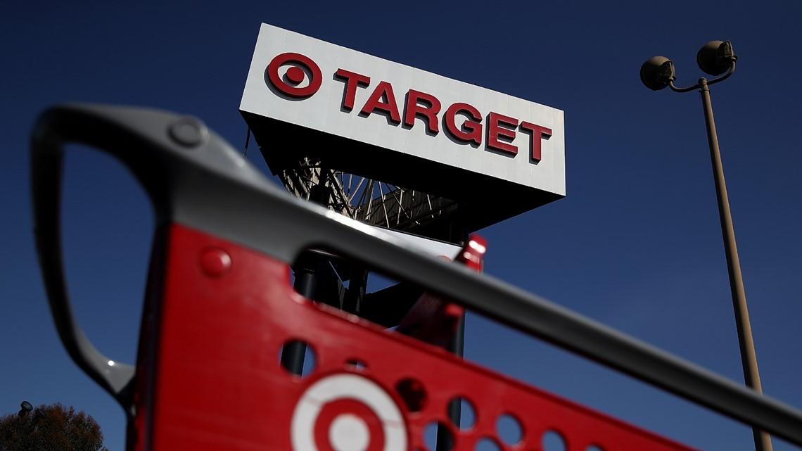 Woman mugged in SW Houston Target parking lot; police looking for suspects