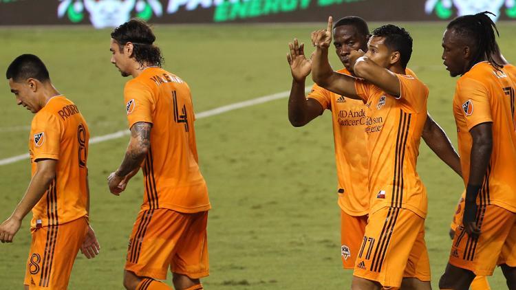 Dynamo unbeaten in 4-straight, top Minnesota United 3-0