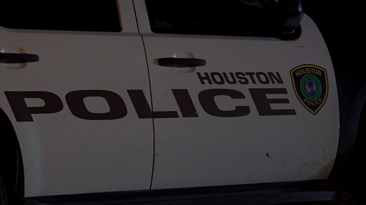 Houston police looking for 3 suspects after gunshots fired at officer's SUV   Raw scene video