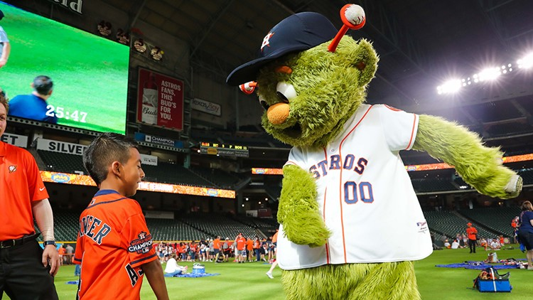 The sold out event, presented by Pluckers, gave fans the rare opportunity to spend an afternoon on the outfield grass at Minute Maid Park and featured current 'stros, alumni and members of the team's front office.