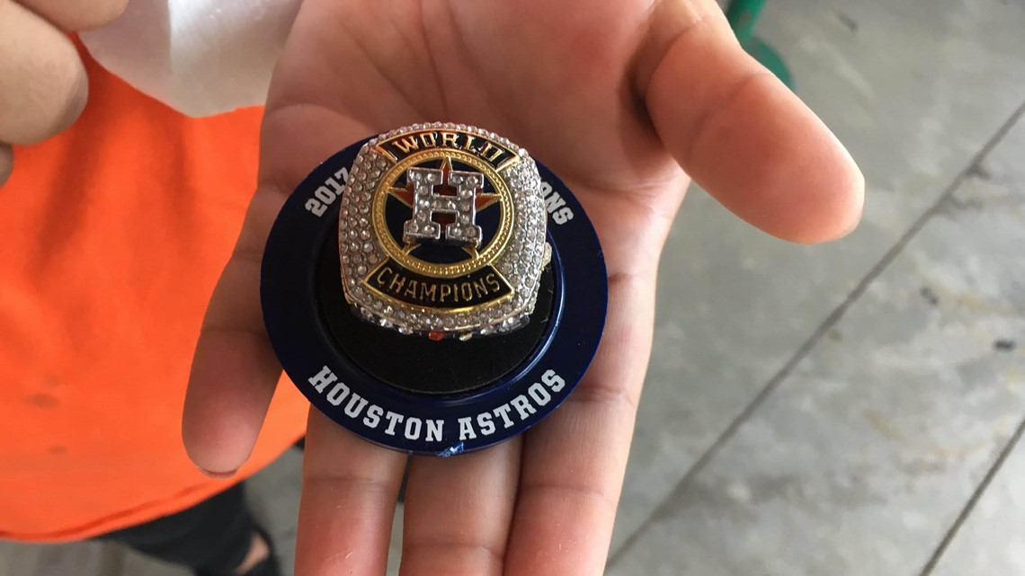 Astros fans receive World Series replica rings before game vs. A's