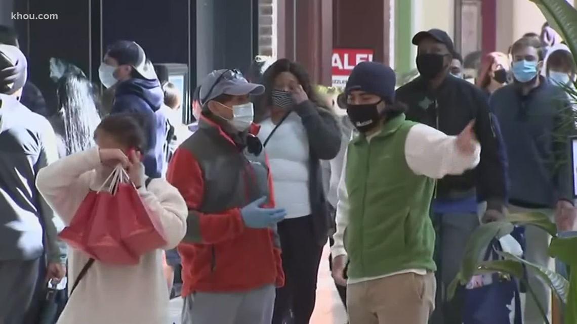 Despite COVID-19 pandemic, last-minute shoppers fill Houston malls on Christmas Eve
