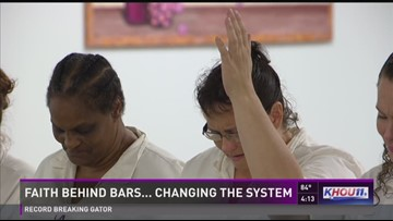 Chaplain helps inmates keep the faith | khou com