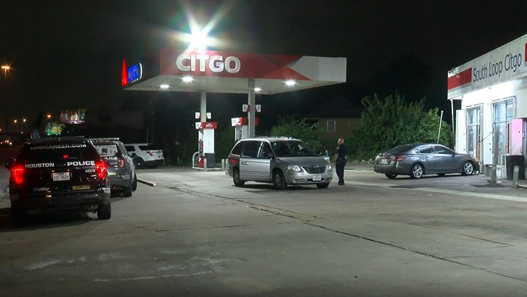 Suspect shoots store clerk during gas station robbery off South Loop
