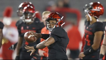Houston QB D'Eriq King out for season after tearing meniscus in win over Tulane