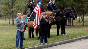 Crowd gathers in Memorial Park to see President Bush's motorcade