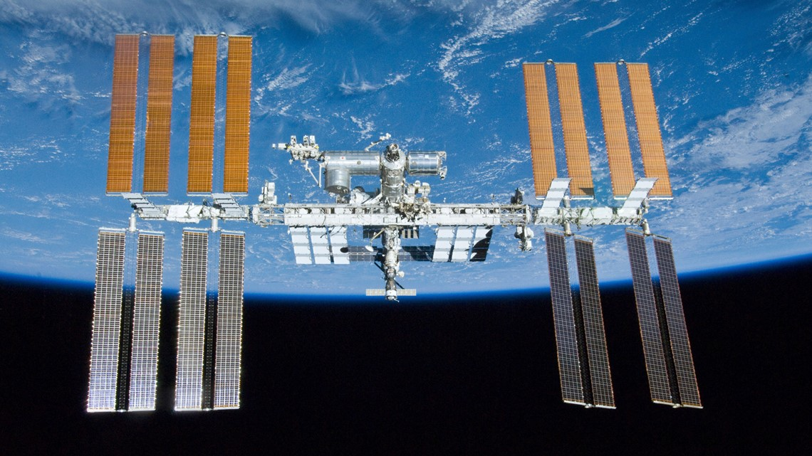 International Space Station will be visible from Houston at 6:35 p.m. - KHOU.com