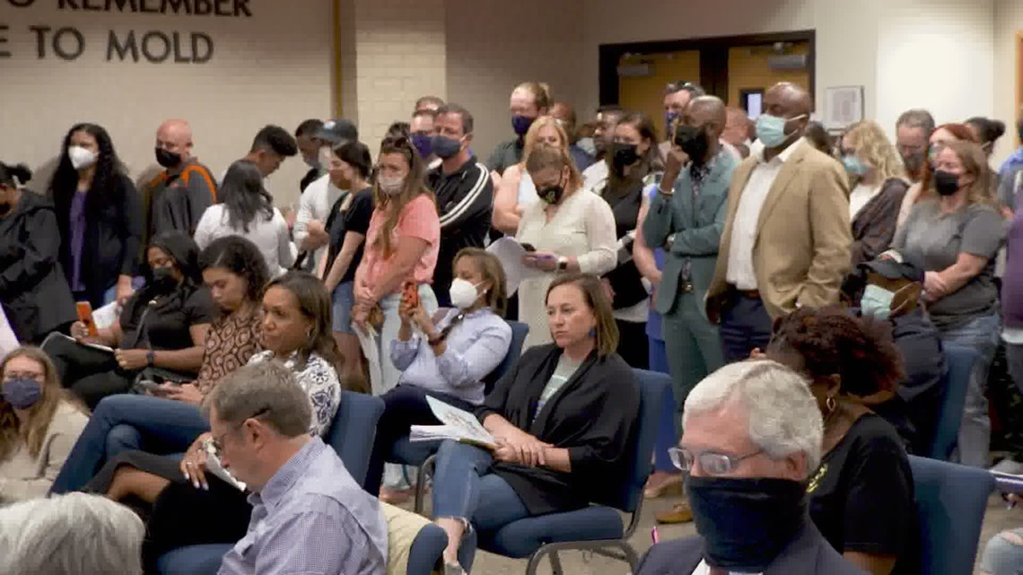 Parents pack Aledo ISD meeting after racist Snapchat group, slave auction flyers | Top headlines