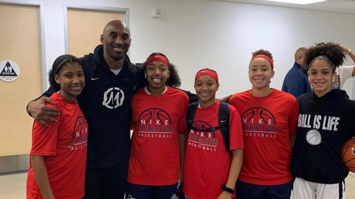 Houston teens snap picture with Kobe Bryant at basketball tournament the day before tragic crash