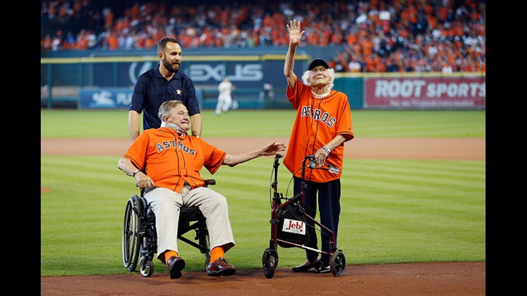 Former President George H.W. Bush and former First Lady Barbara Bush are introduced prior to game three of the American League Division Series between the Astros and the Royals on Oct. 11, 2015. (Photo by Bob Levey/Getty Images)