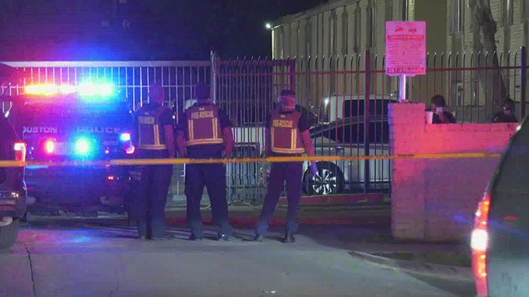 HPD: 16-year-old ambushed, fatally shot while hanging out with friend outside Houston apartments