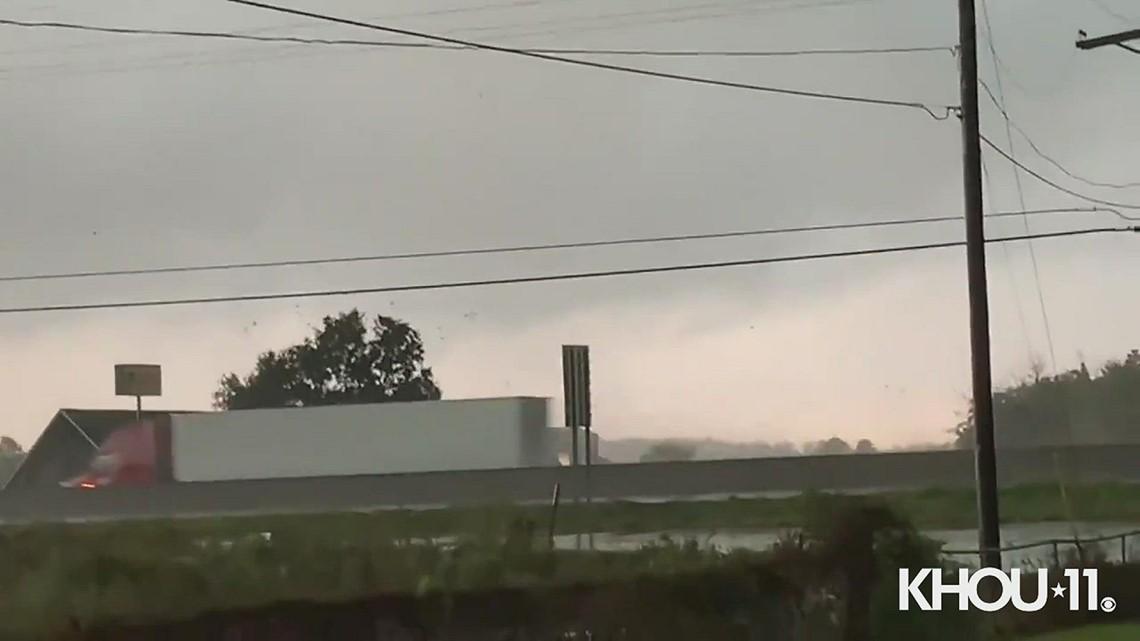 Video shows tornado form along I-10 in Orange, Texas