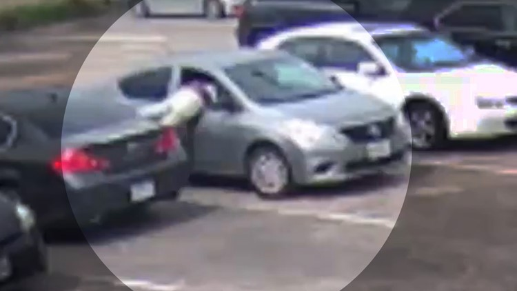 Watch: Robber smashes woman's window and grabs purse after she just left Houston bank   Raw video