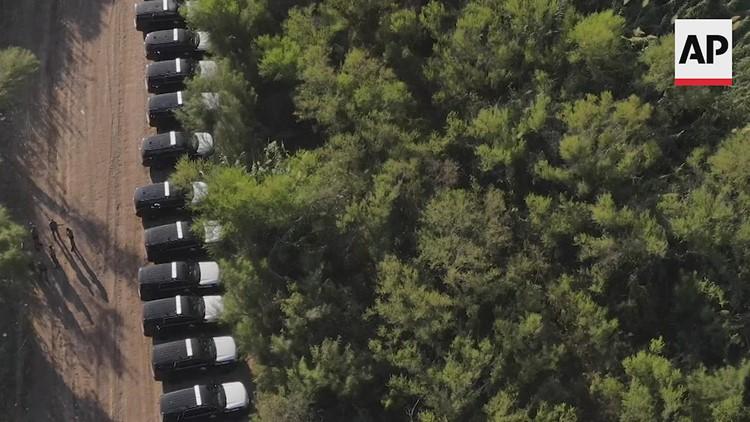 Texas DPS troopers create 'steel wall' of patrol vehicles in Del Rio