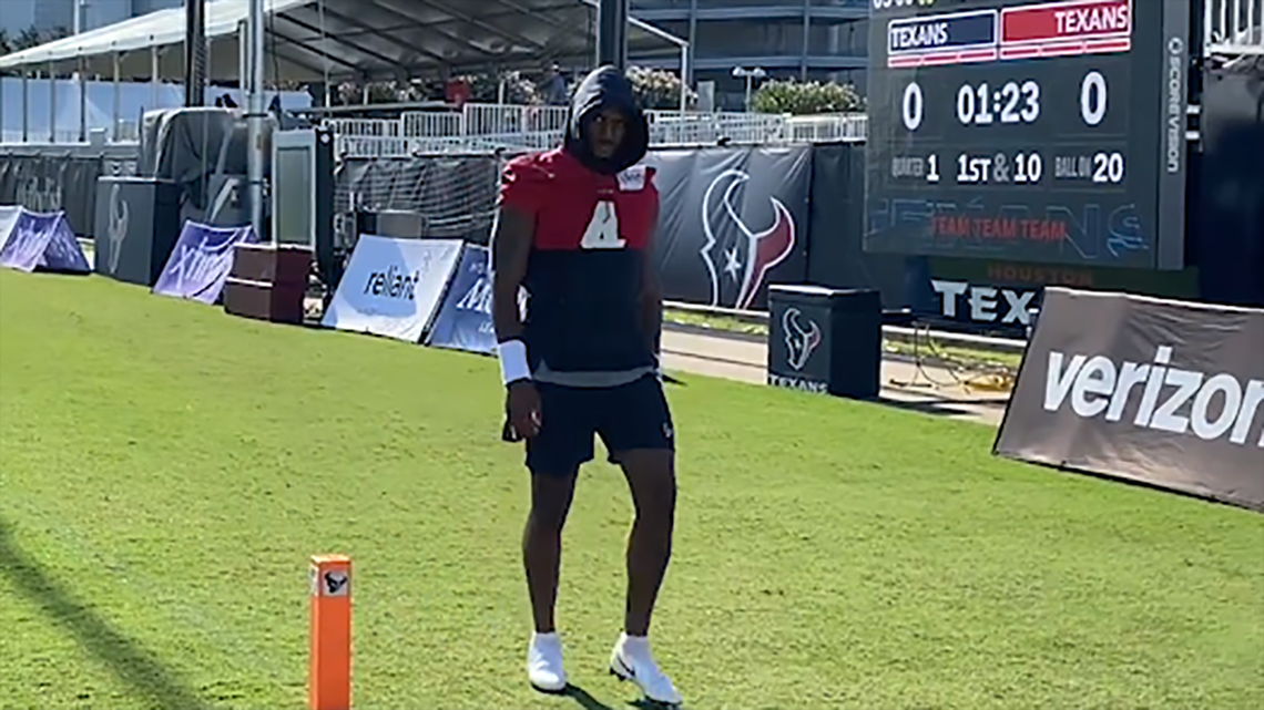 Deshaun Watson asks reporters why they film him every day