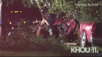 Raw: Driver dies after crashing into tree in Humble