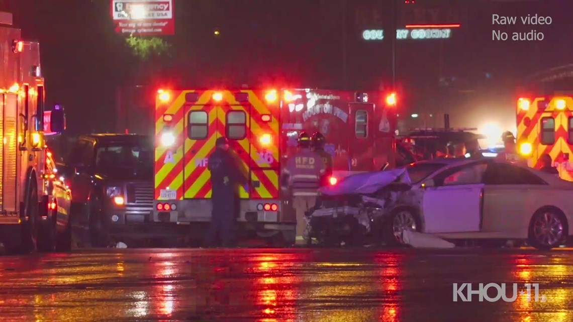 2 Houston police officers, 2 civilians hurt in major crash on I-45   Raw scene video