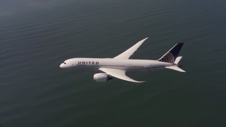 United Airlines gets new planes, promises 3,000 new jobs in Houston