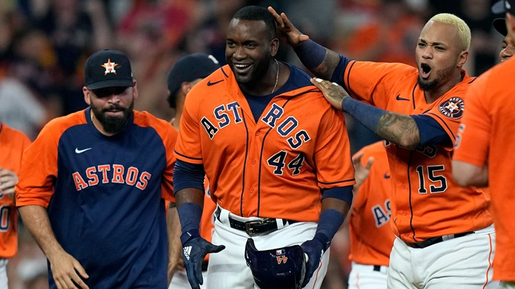 Alvarez's RBI double in 9th lifts Astros to 2-1 win over Sox