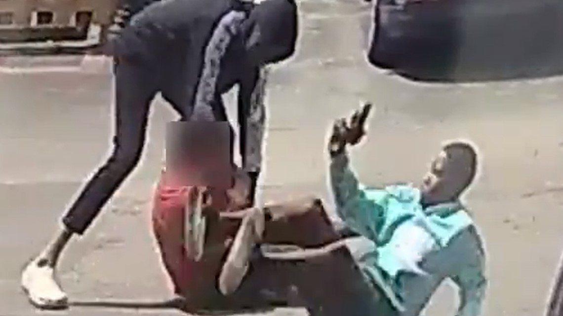 Watch: Robbers attack man in daylight at Westheimer apartments   Raw video