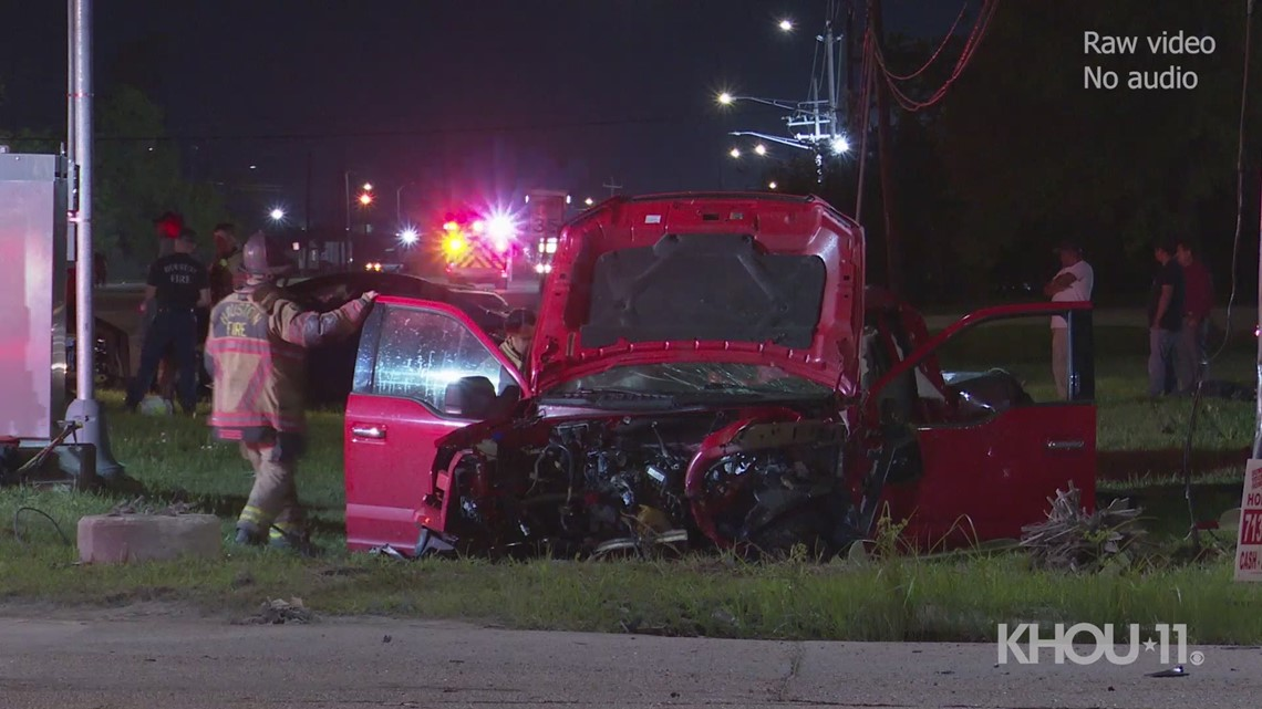 4 hurt — including man in critical condition — after crash in northeast Houston | Raw scene video
